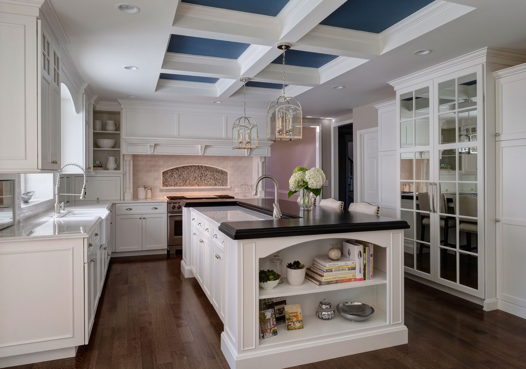 Classy Transitional Kitchen Design