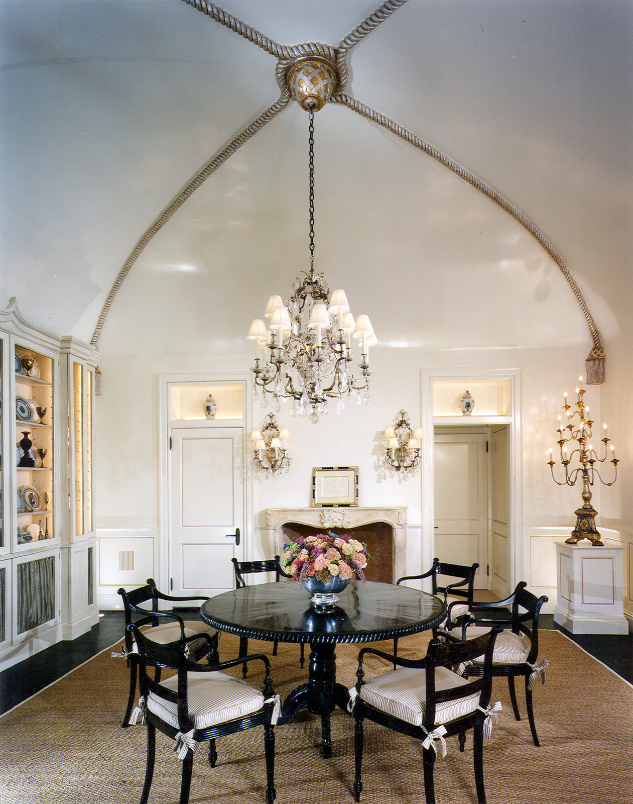 Traditional-Dining-Room-Lighting