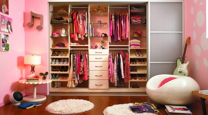 Stunning And Colorful Walk In Closet Design Ideas