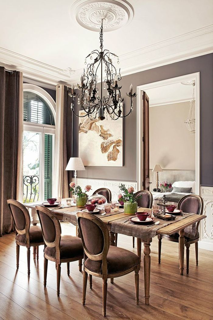 Victorian-Dining-Room-Design-With-Wall-Color