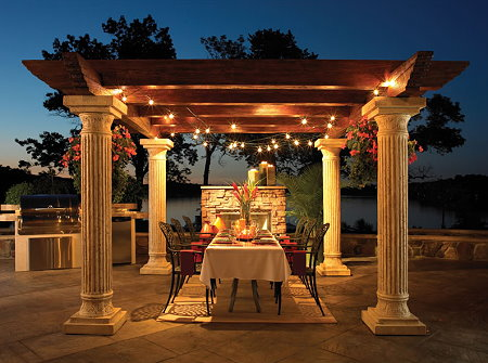 outdoor-dining-with-pergola