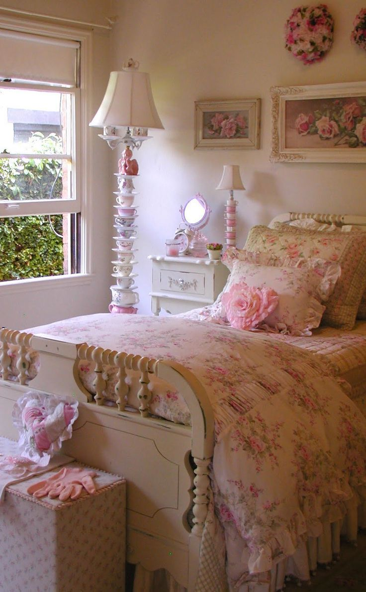 English-Cottage-Country-Bedroom-Design