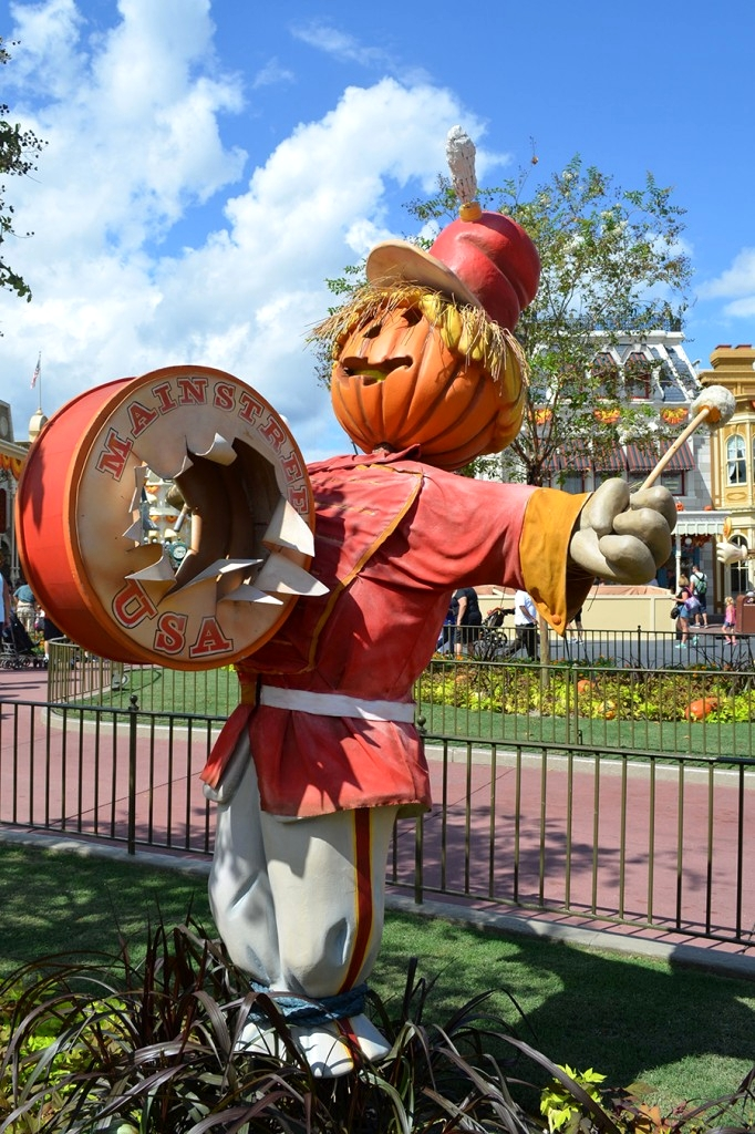 Disney-Magic-Kingdom-Park-Halloween-Decorations