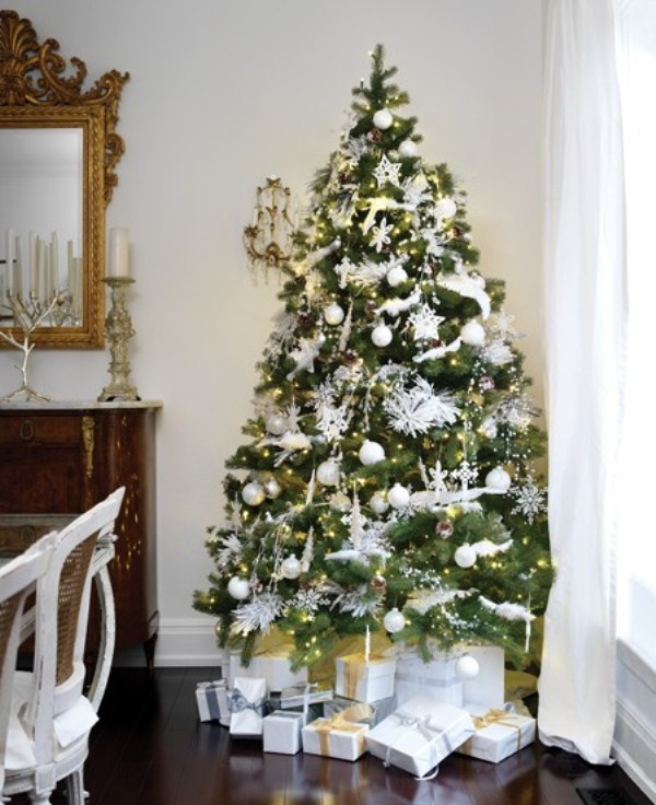 christmas-tree-with-traditional-decorations