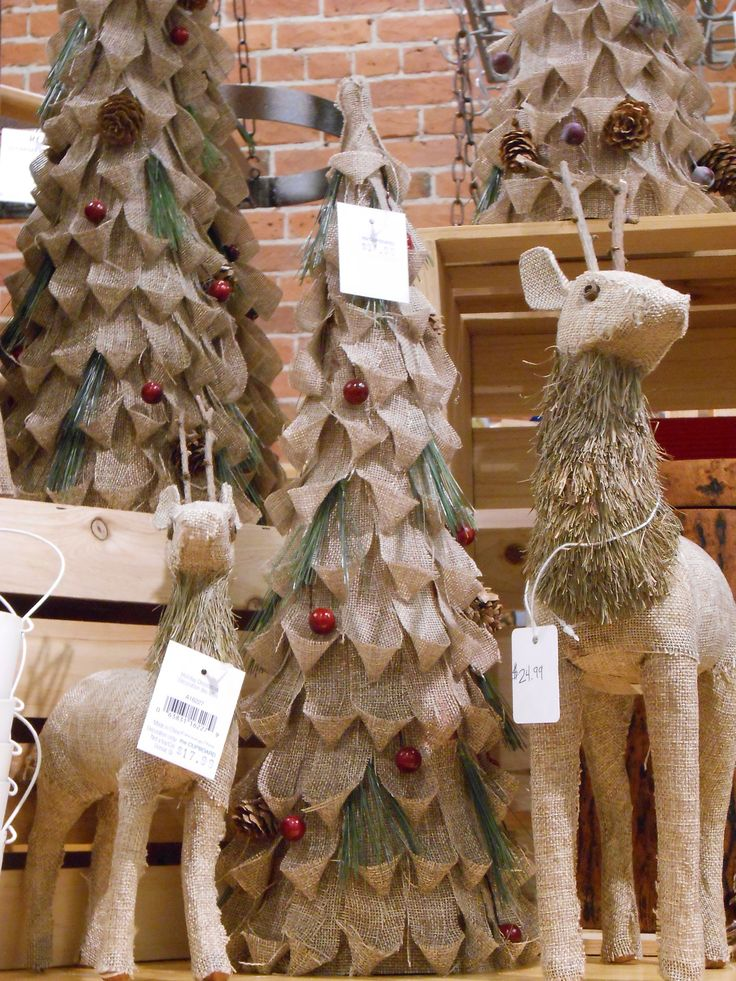 30 christmas ideas of decorating with burlap