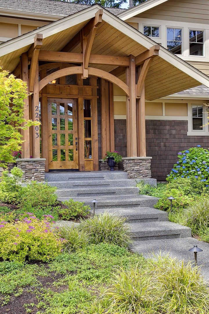 Gorgeous-Craftsman-Style-Exterior-Design