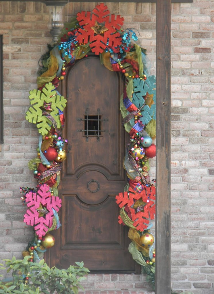 colorful-christmas-door-decorations