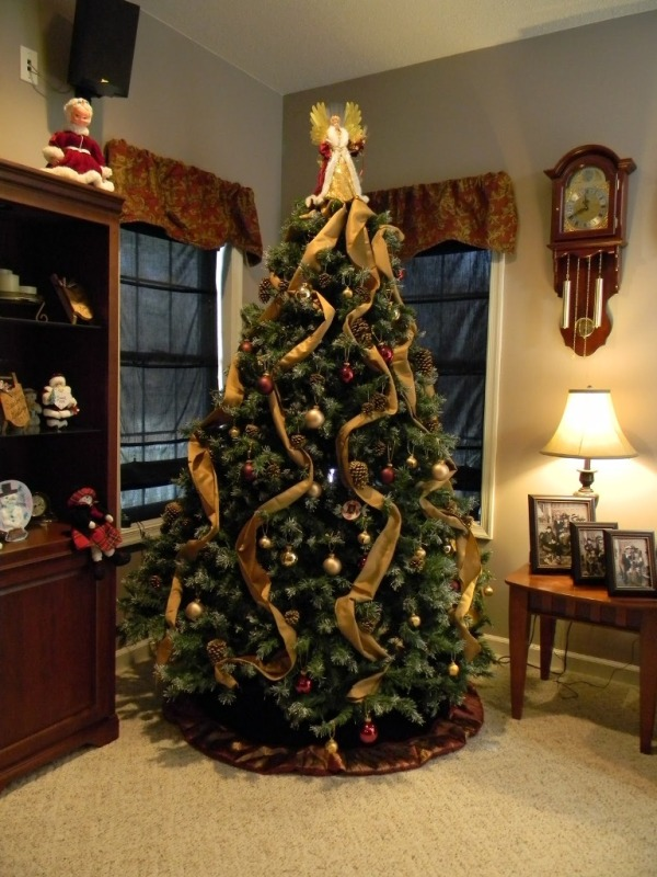 cool-christmas-tree-decorating-ideas
