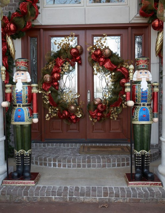 double-front-doors-christmas-decorating-ideas