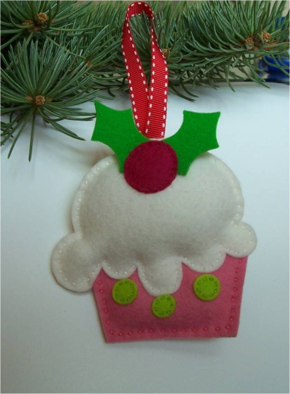 felt-christmas-ornament-cupcake