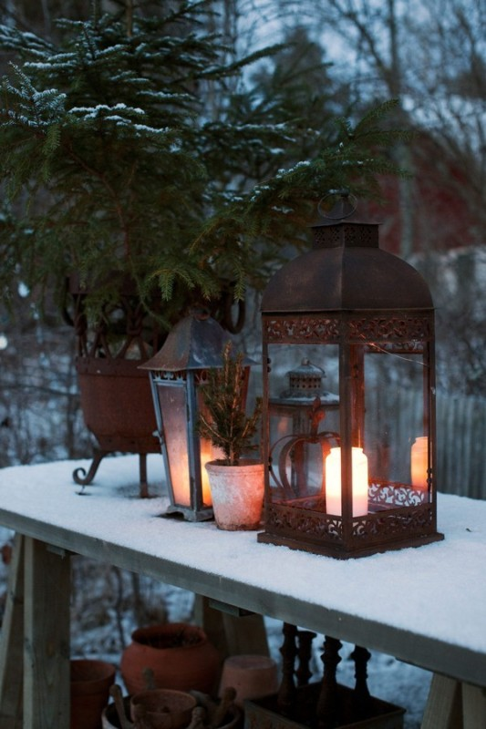 outdoor-classic-christmas-decorations
