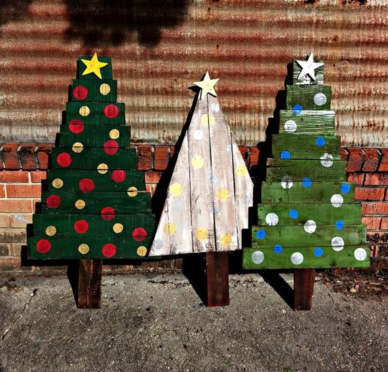 bold and colorful pallet christmas trees for outdoor - Pallet Christmas Decoration Ideas